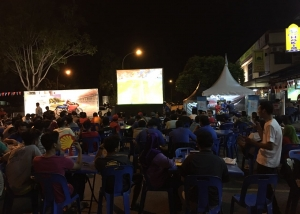 Football viewing at mamak